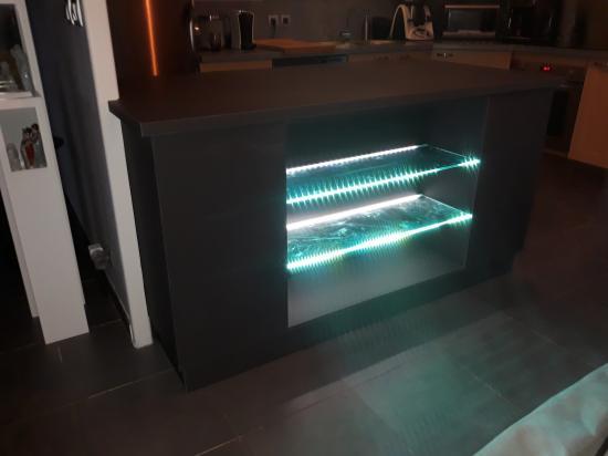 meuble cuisine gris anthracite tablettes avec led