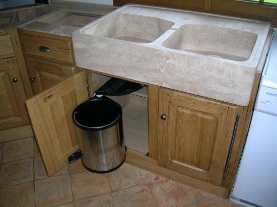 meuble sous évier avec évier en pierre