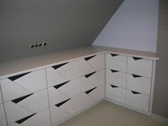 chambre:commode en chene blanc cassé/hetre gris anthracite à tiroirs avec amortisseurs