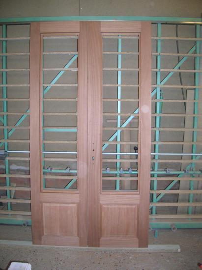 porte fenêtre en bois exotique